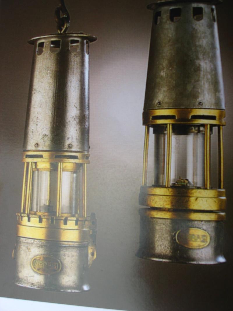 lampes de mineurs,  divers objets de mine, outils de mineur et documents  00814
