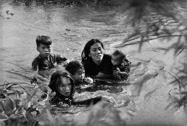 Xem lại những bức ảnh giành giải Pulitzer về chiến tranh Việt Nam 2_copy10