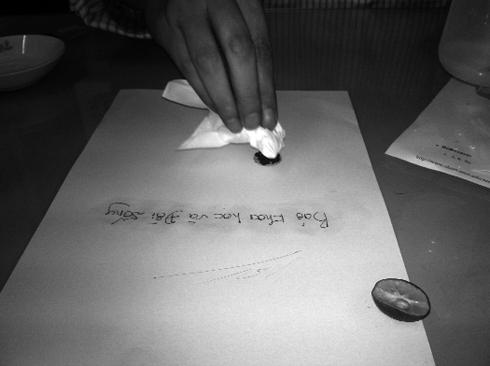"""Giải mã công nghệ làm mất màu mực của bút """"phù thủy"""" lừa đảo 5d21ab10"""