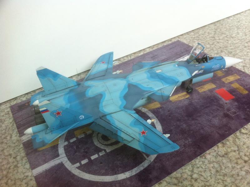 "Sukhoi SU-47 K (""navalisé"") HOBBY BOSS 1/72 (What-if) Su-47_37"