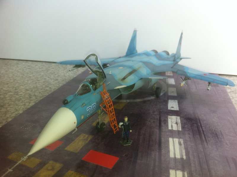 "Sukhoi SU-47 K (""navalisé"") HOBBY BOSS 1/72 (What-if) Su-47_38"