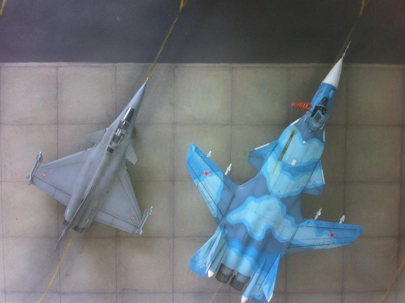 "Sukhoi SU-47 K (""navalisé"") HOBBY BOSS 1/72 (What-if) Su-47_43"
