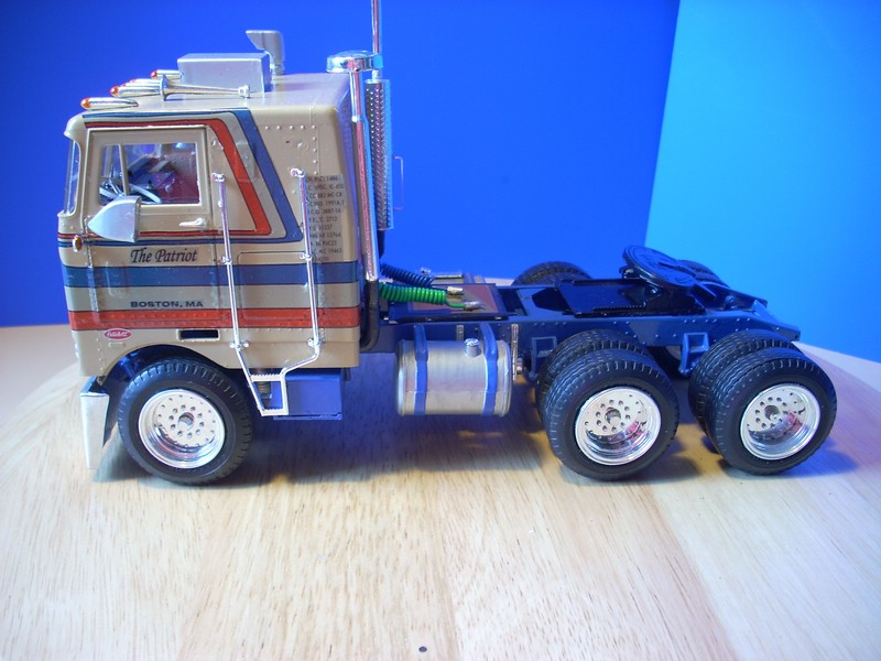 AMT Peterbilt Turnpiker Comp_021