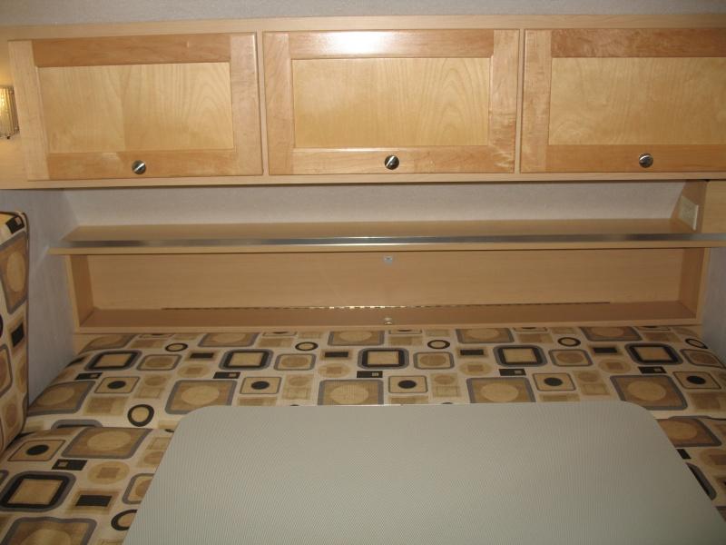 Installation d'une Prise de courant 110v dans le garde-robe et tête de lit Img_2511