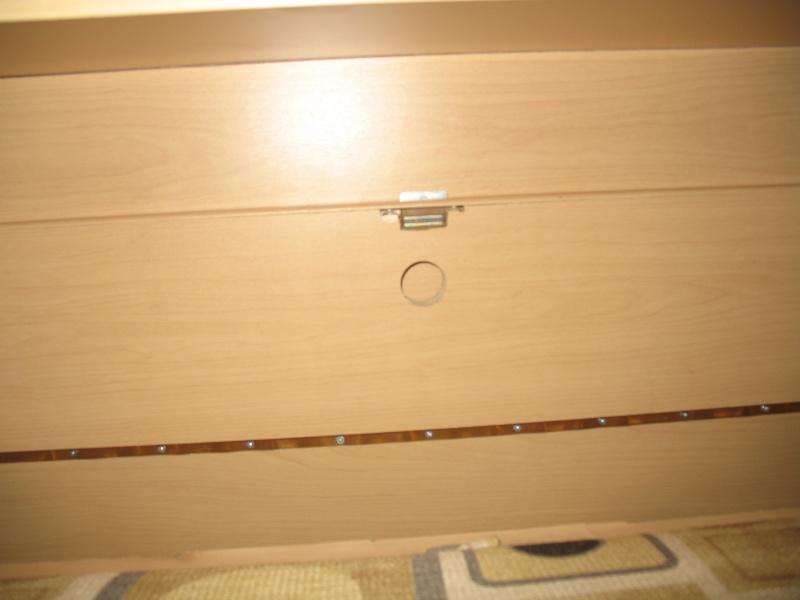 Installation d'une Prise de courant 110v dans le garde-robe et tête de lit Img_2513