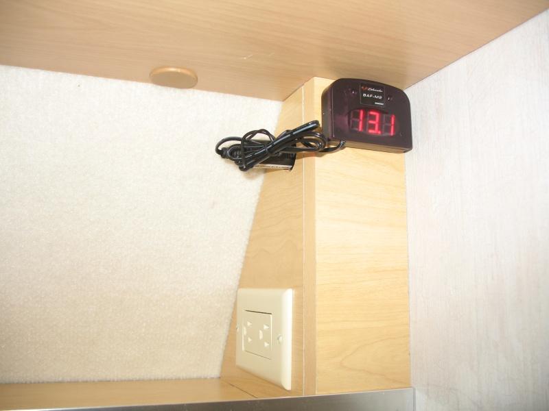 Installation d'une Prise de courant 110v dans le garde-robe et tête de lit Img_2514