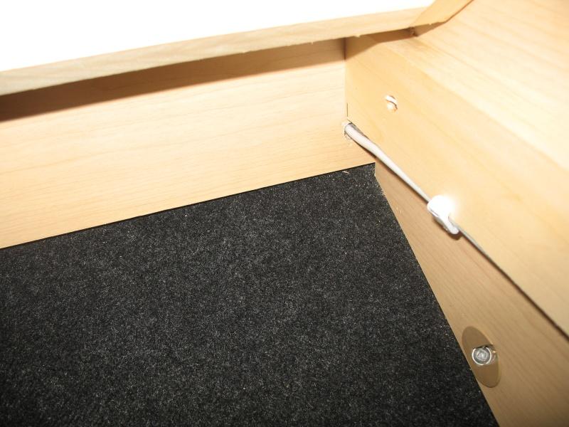 Installation d'une Prise de courant 110v dans le garde-robe et tête de lit Img_2515