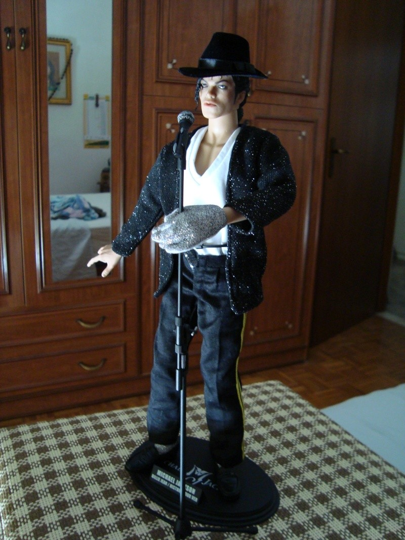 Vendo Bambola Hot Toys originale Versione Billie Jean ( ASTA ) Dsc00412