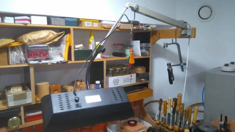Besoin d'aide pour réparer ma vieille lampe d'établi Dsc_0615