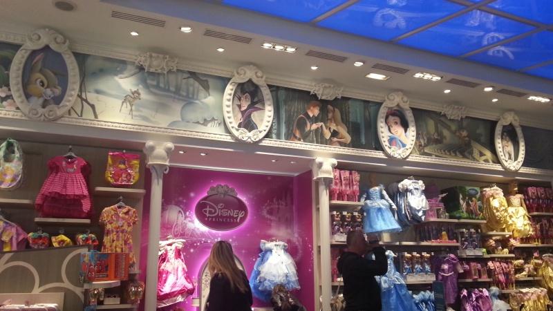 Disney Store Champs- Elysées - Page 2 20130514