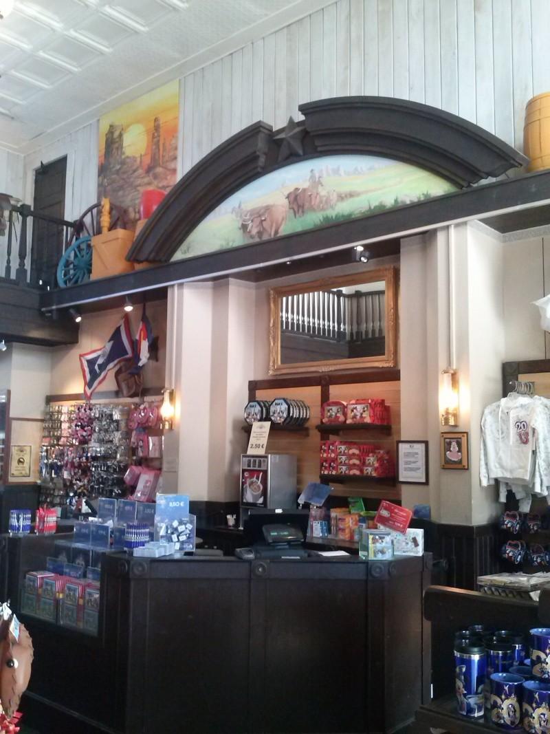 Photos des différentes boutiques des hotels - Page 2 Cam00113
