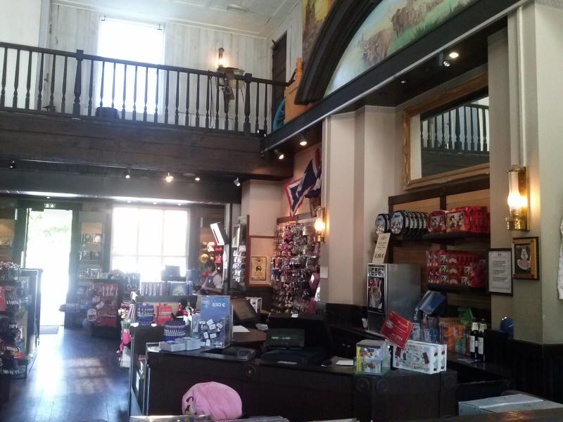 Photos des différentes boutiques des hotels - Page 2 Cam00114