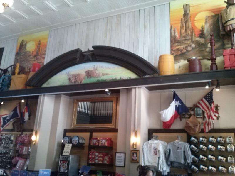 Photos des différentes boutiques des hotels - Page 2 Cam00115