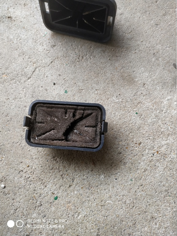 [résolu]Changement mousse filtre à air auxiliaire Img_2011
