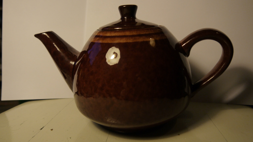 teapots with mysterious grooves under 10301110