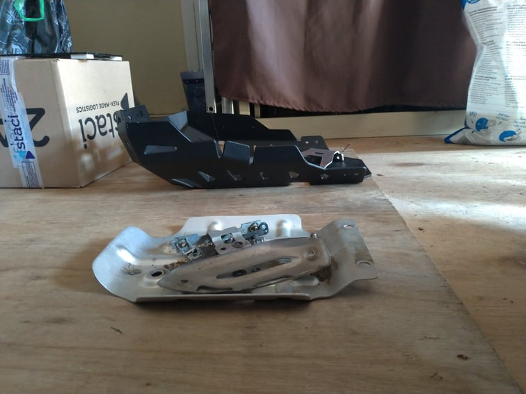 Sabot moteur et crash bar sur TRK502X 2021 21224010