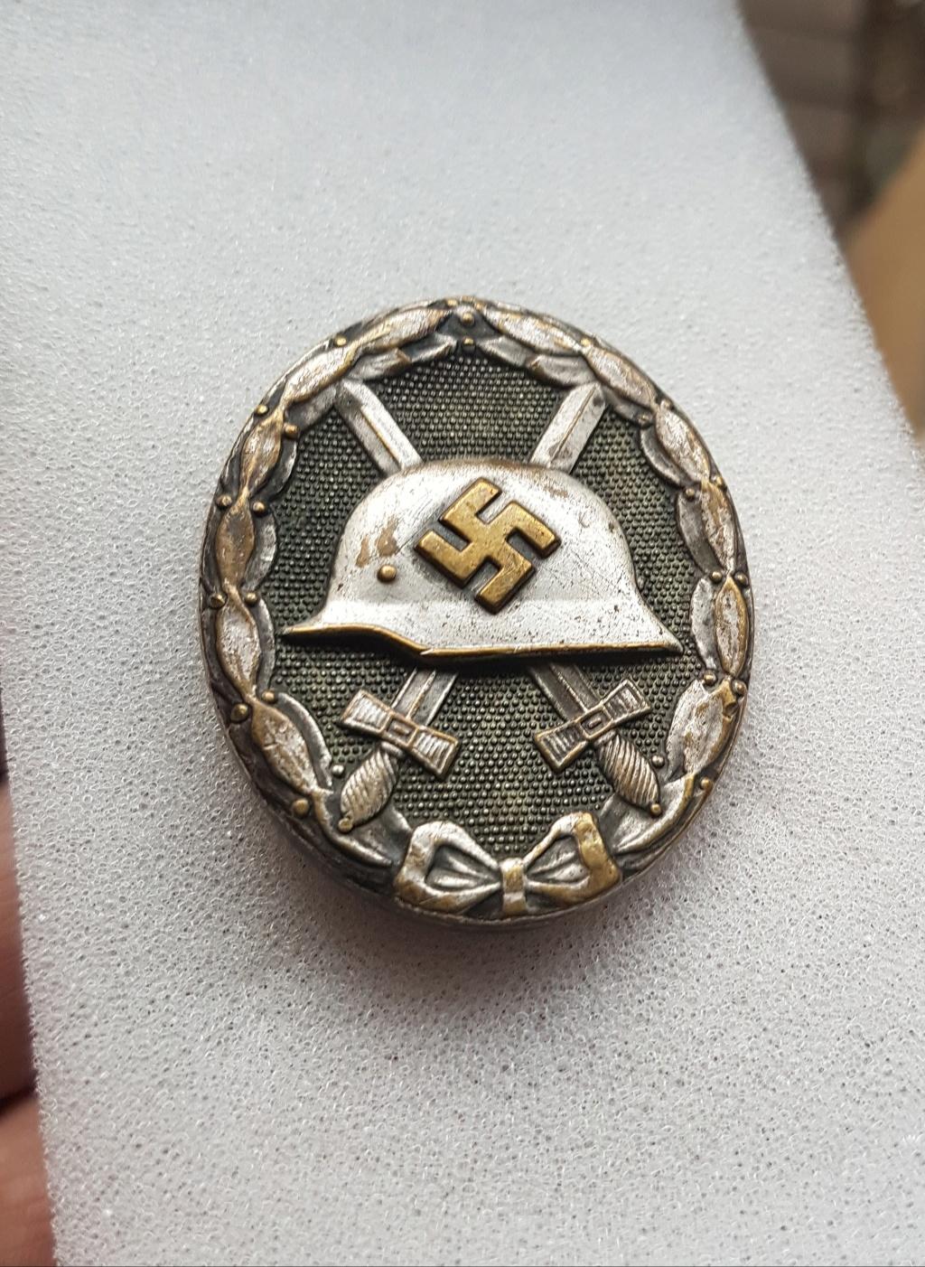 Badge Blessé Argent. 20190213