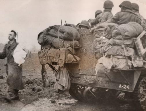 Enorme lot de Photos de Presses  US / Canada/ UK en Europe et Asie 1944/45 !!! Image_14