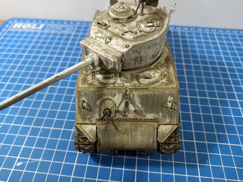 [Terminé] M4A3E2 Sherman 'Jumbo' [Tasca 35-021] - 1/35 - Page 7 Img_2082