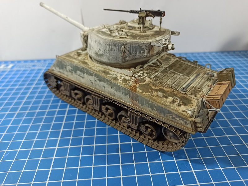 [Terminé] M4A3E2 Sherman 'Jumbo' [Tasca 35-021] - 1/35 - Page 7 Img_2083