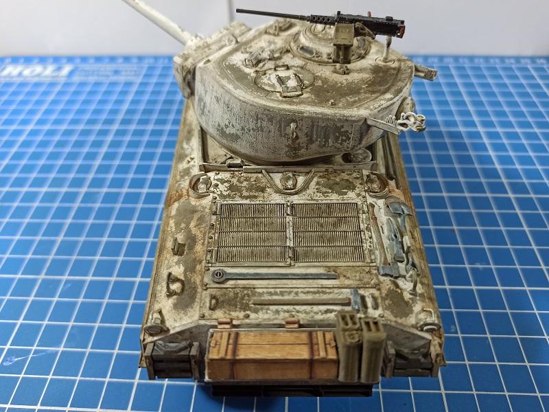 [Terminé] M4A3E2 Sherman 'Jumbo' [Tasca 35-021] - 1/35 - Page 7 Img_2084