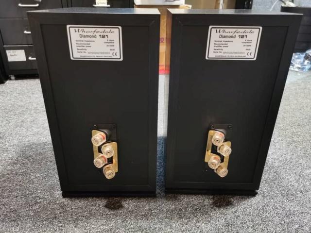 Wharfedale Diamond-121 Bookshelf Speaker (Used) 312