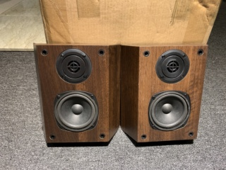Wharfedale WH-SR1 Surround Speaker (Used) Img_4532