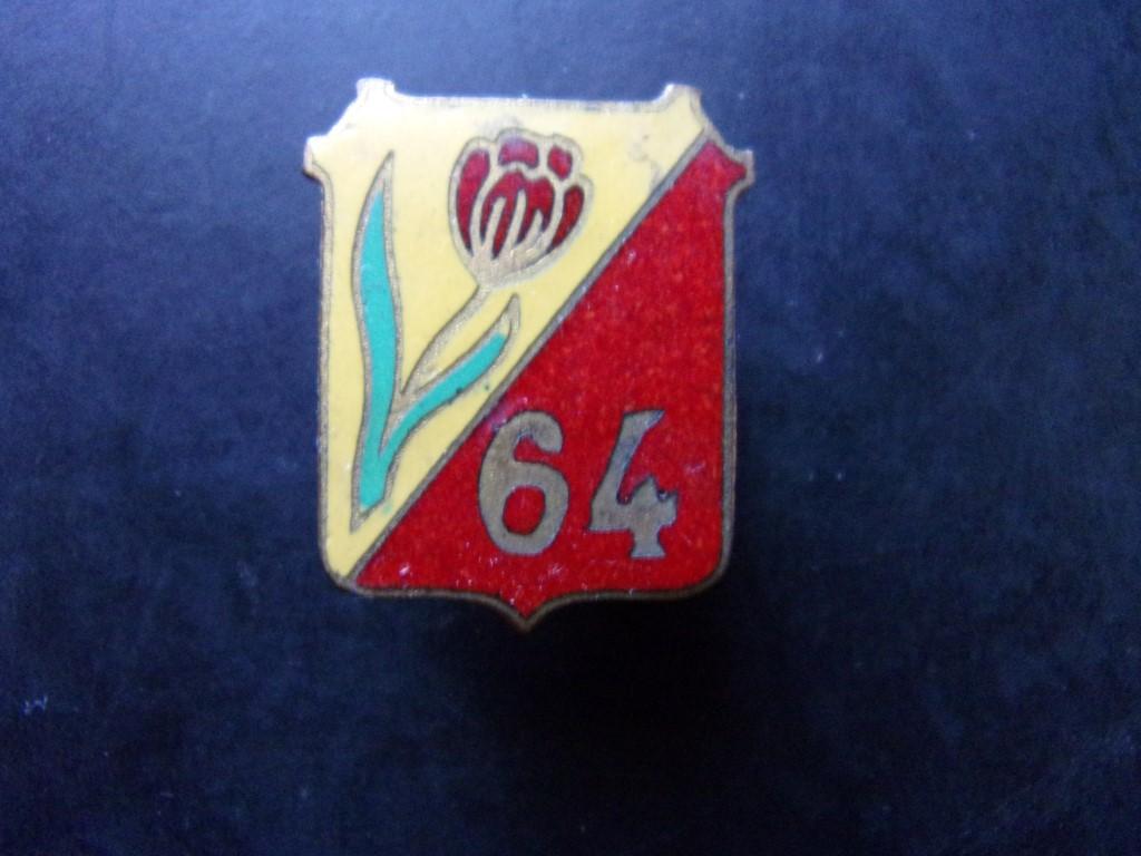 Identification boutonnière 64° ? 105_0110