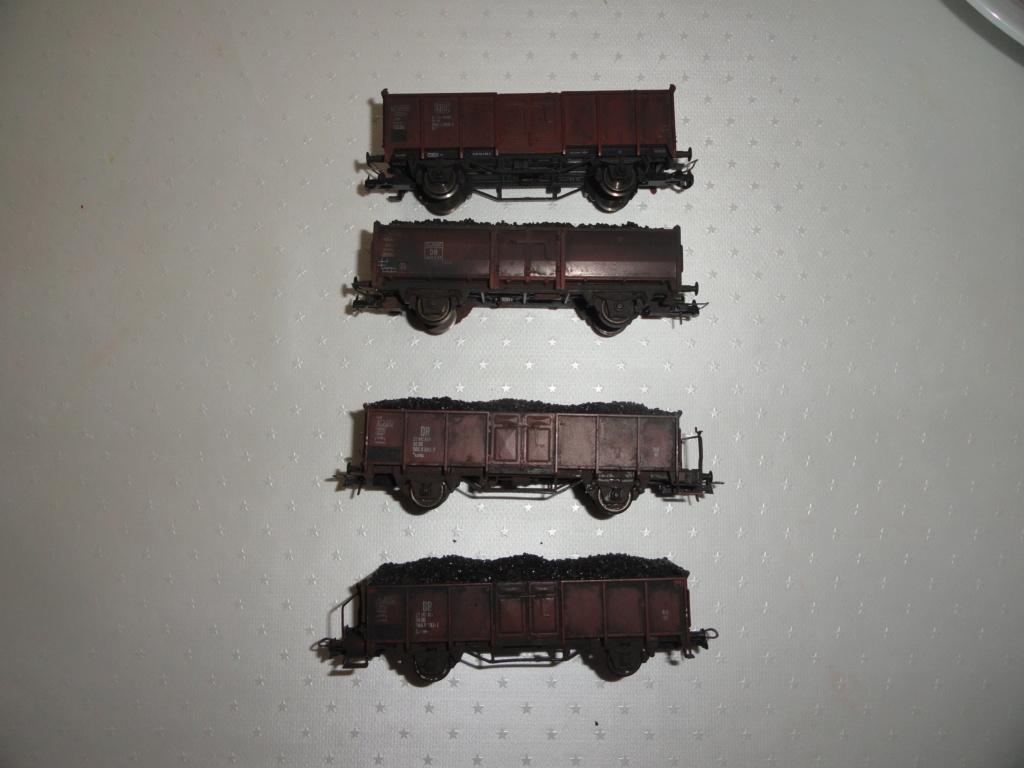 Wagons patinés et chargés de charbon 7 euros pièce. Dsc02011