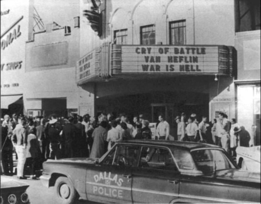 Texas Theatre Theatrics - Page 10 Texas_10