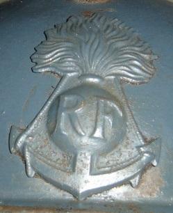 Authenticité insigne modèle 1915 Colo - casque modèle 1926 87932010