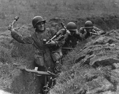 soldat US avec grenade à manche allemande  90142210