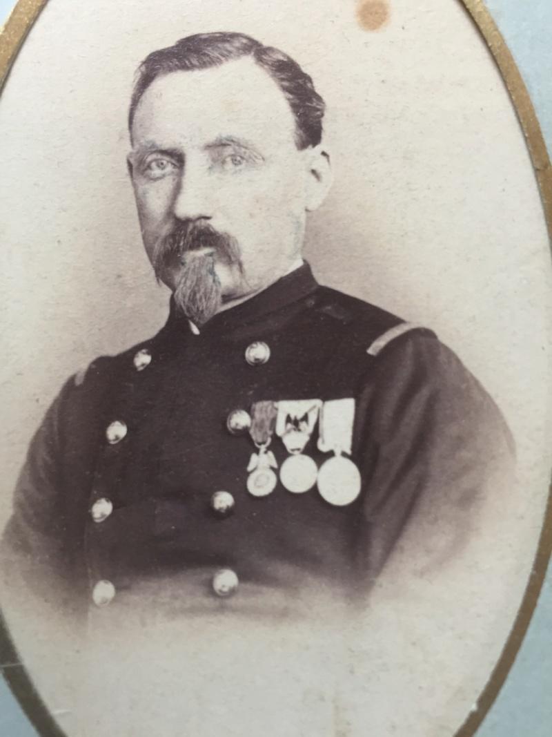 identification uniformes et décorations A4befd10