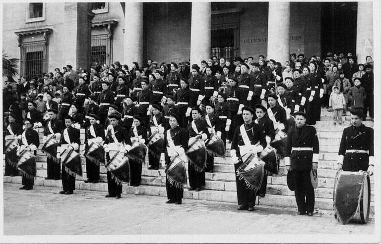 A identifier jeunes tambours scène militaires ? Large11