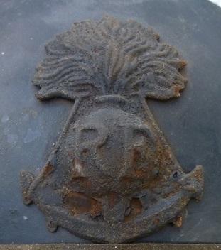 Authenticité insigne modèle 1915 Colo - casque modèle 1926 P1060416