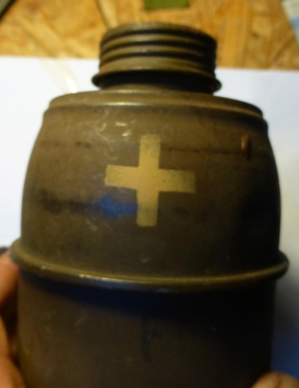 croix sur cartouche mod 35 de masque à gaz  P1070336