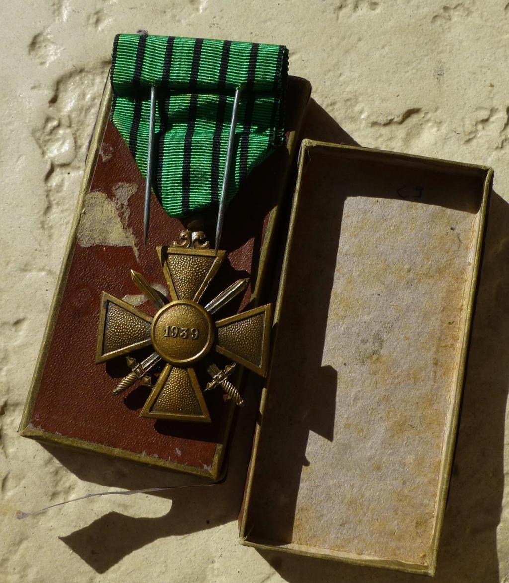 Croix de guerre 1939 avec une histoire....imprévue. P1070356
