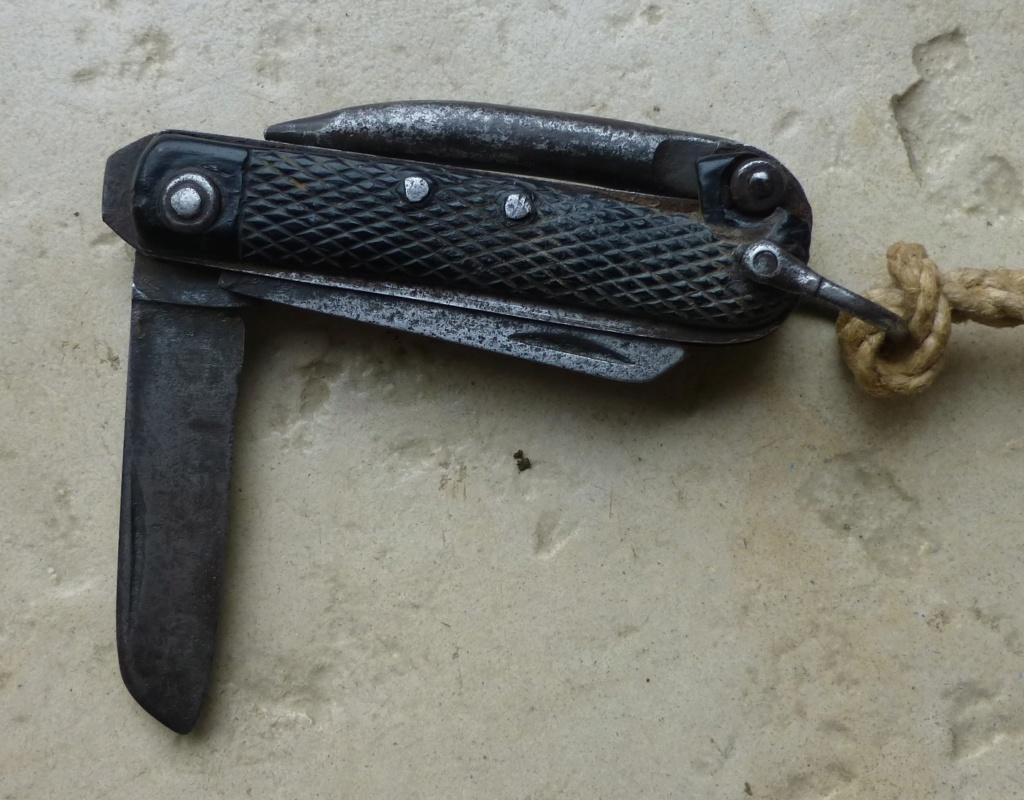 """Les """"jack knives"""", couteaux pliants du Tommy P1070720"""