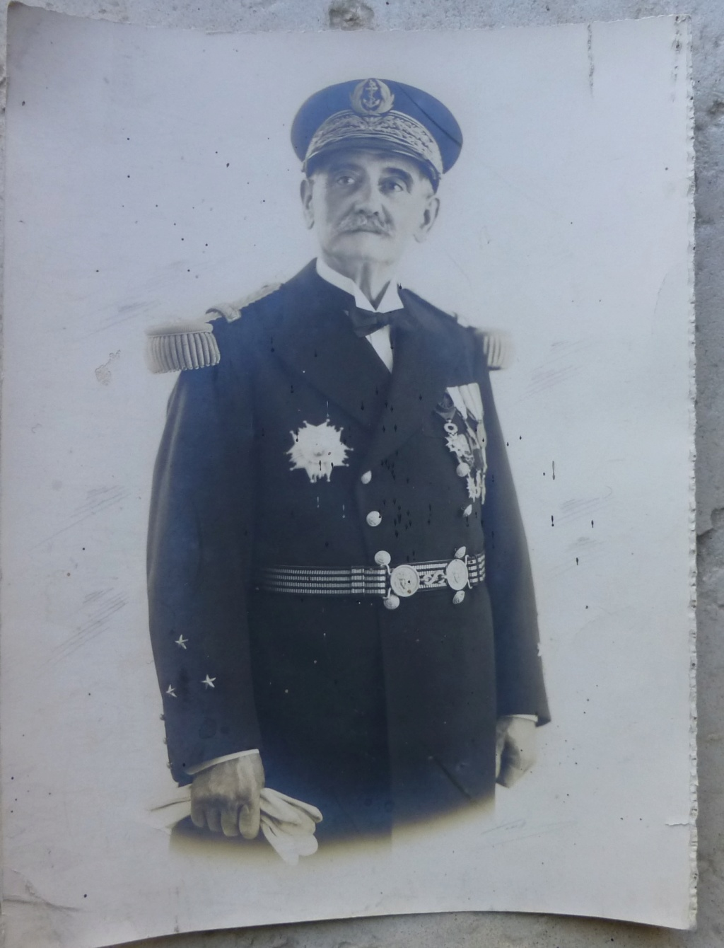 Qui connait ce Vice Amiral? P1070869