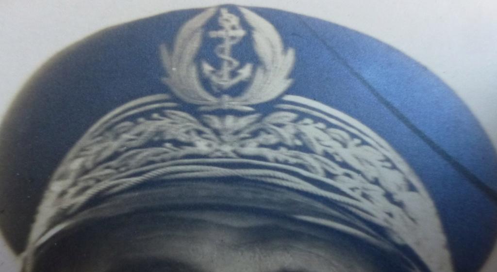 Qui connait ce Vice Amiral? P1070874
