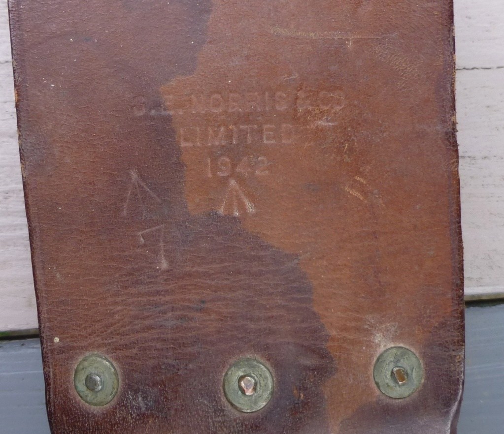 brelage léger, bidon, machette GB, cadre de décos..... P1080539