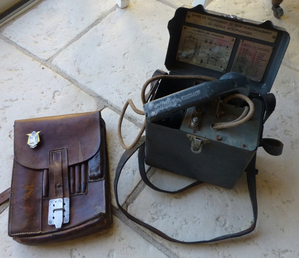 Brocante du matin: Telephone TM 32, porte carte wehrmacht, insigne CTA 808 P1080982