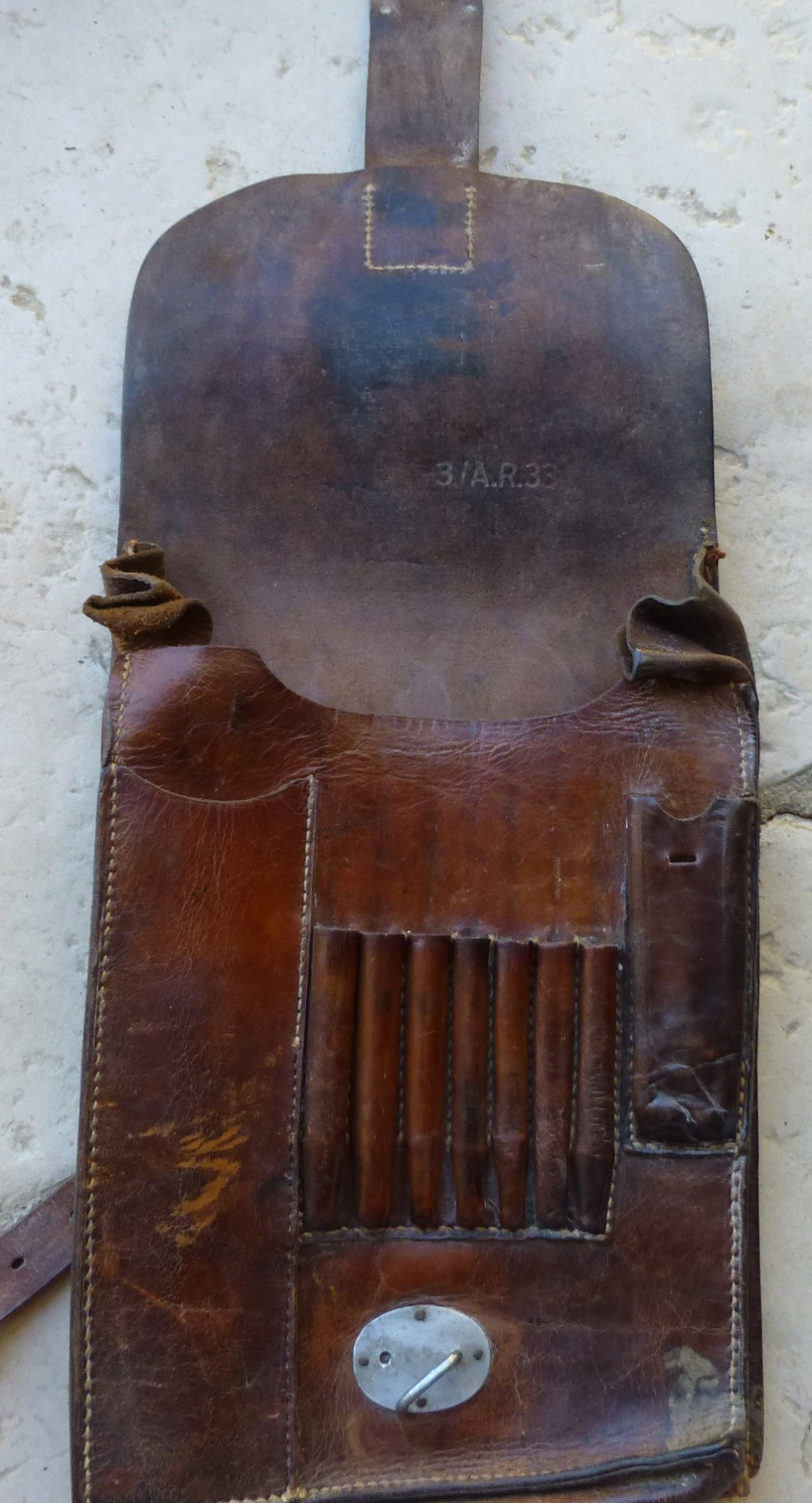 Brocante du matin: Telephone TM 32, porte carte wehrmacht, insigne CTA 808 P1080985