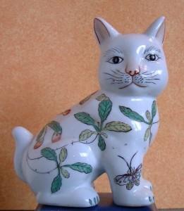 Collectionneur ou collectionneuse de chats. Chat-f10