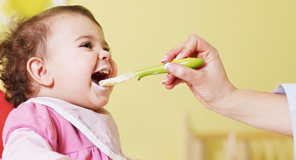 ما هي الأسباب التي تمنع الرضيع بعمر 8 أشهر من الأكل؟ 10594210