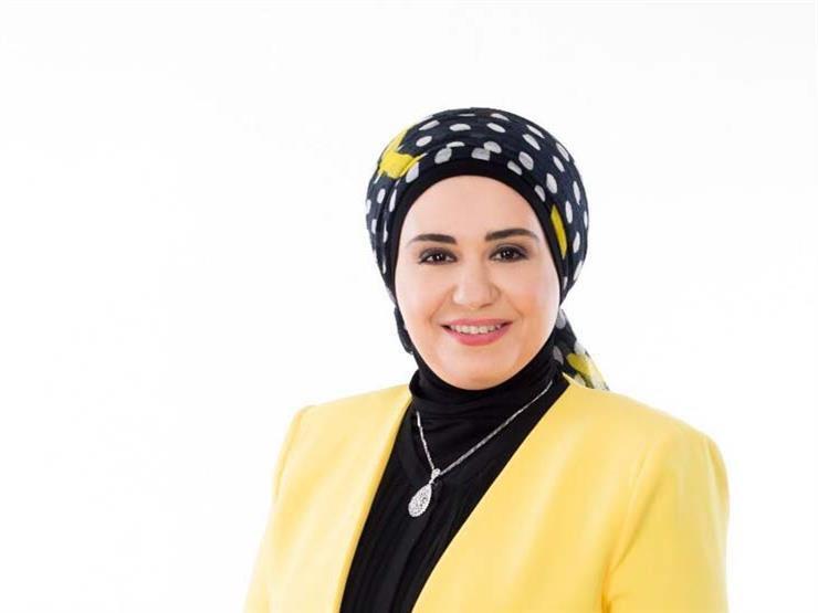 """اكتشفت """"حاجة غلط"""" على تليفون زوجها.. رد ونصيحة من نادية عمارة 2018_711"""