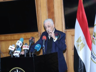 بعد إصابة 12 مصريًا بكورونا.. وزير التعليم يعلق على أنباء تأجيل الدراسة 2020_218