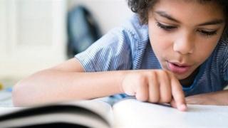 لا ذنب لهم فيه.. 10% من الأطفال يعانون عسر القراءة والكتابة.. تعرف على طرق علاجه 41310