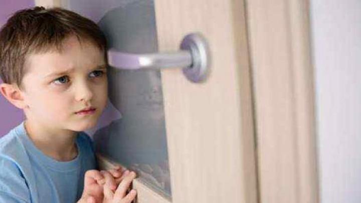 ماذا تفعلين لو اقتحم الطفل فراشكما ليلاً؟ Rg10