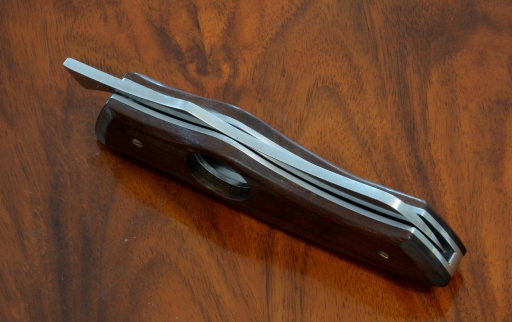 les couteaux du trefle - Page 10 Dsc_0029